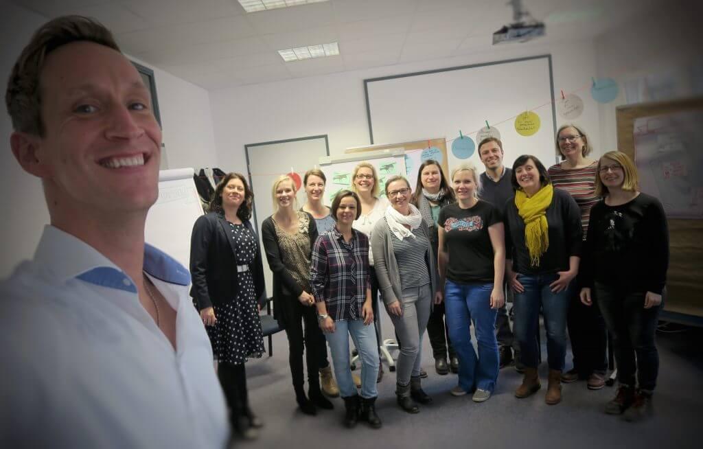 Gruppenbild mit den Teilnehmern aus dem Seminar für das Jobcenter in Dortmund